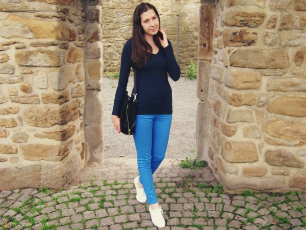 outfit_blue_ombre_shades_keds_04