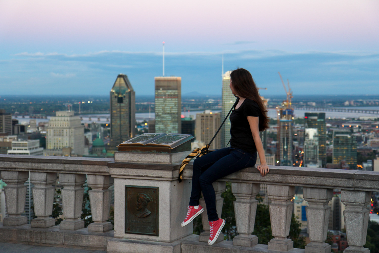 view, montreal, fashion blog, outfit, converse, joop, crossbody bag
