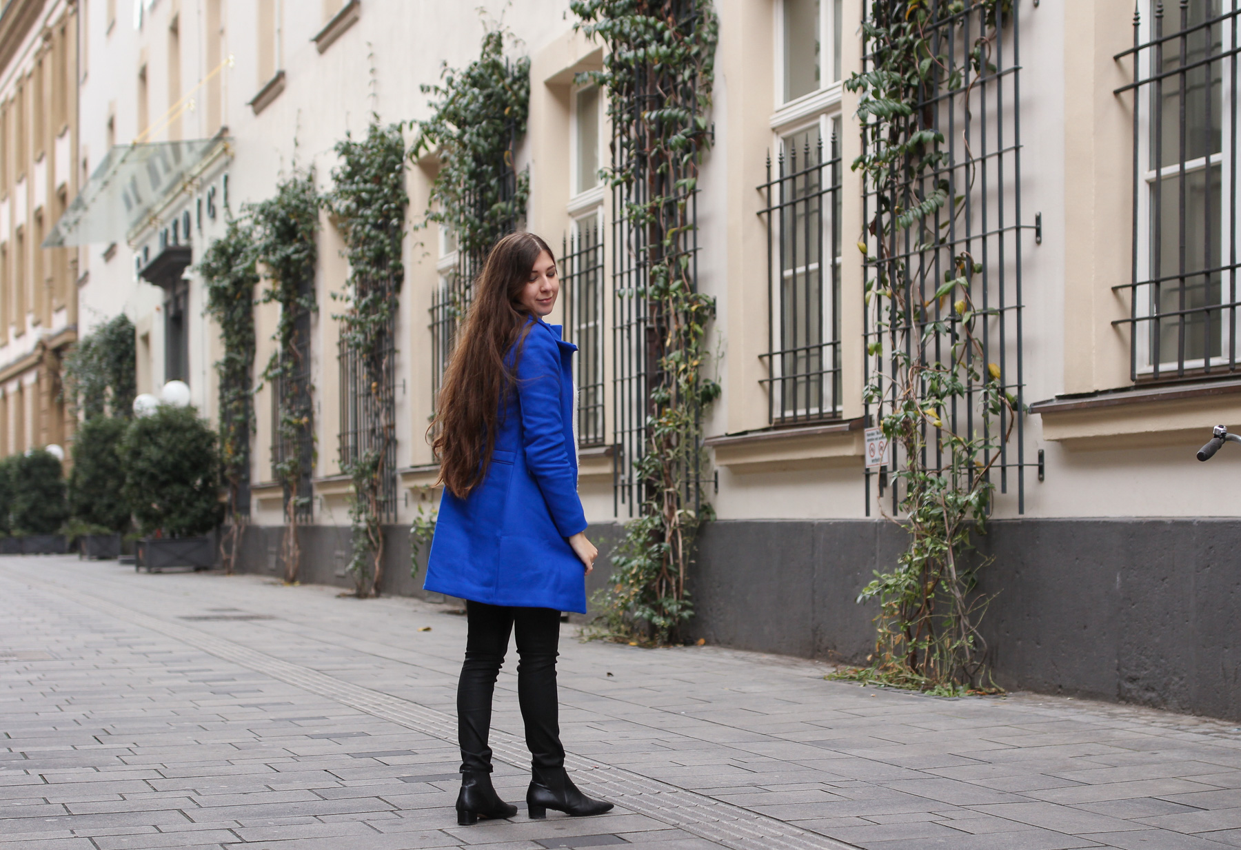 autumn, outfit, desigual, blue coat, electric blue, kuschelpullover, acne jensen boots, look a like, buffalo boots, blauer mantel, fashionblog, fashionblogger, fashion, blog, blogger, düsseldorf, modeblog