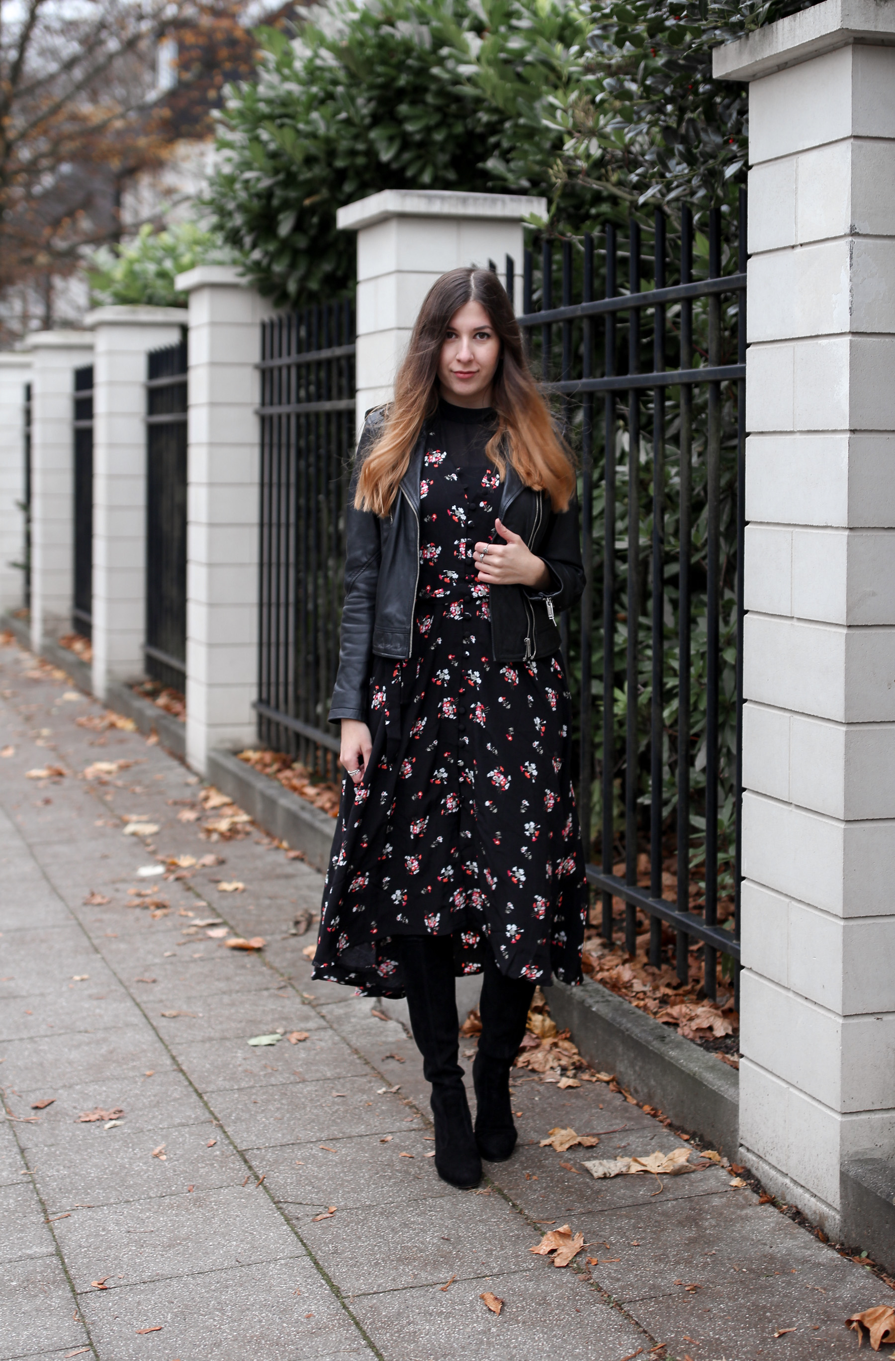 feminines outfit, herbst, blümchen kleid, floral, maxi, dress, boots, fashionblog, fashion