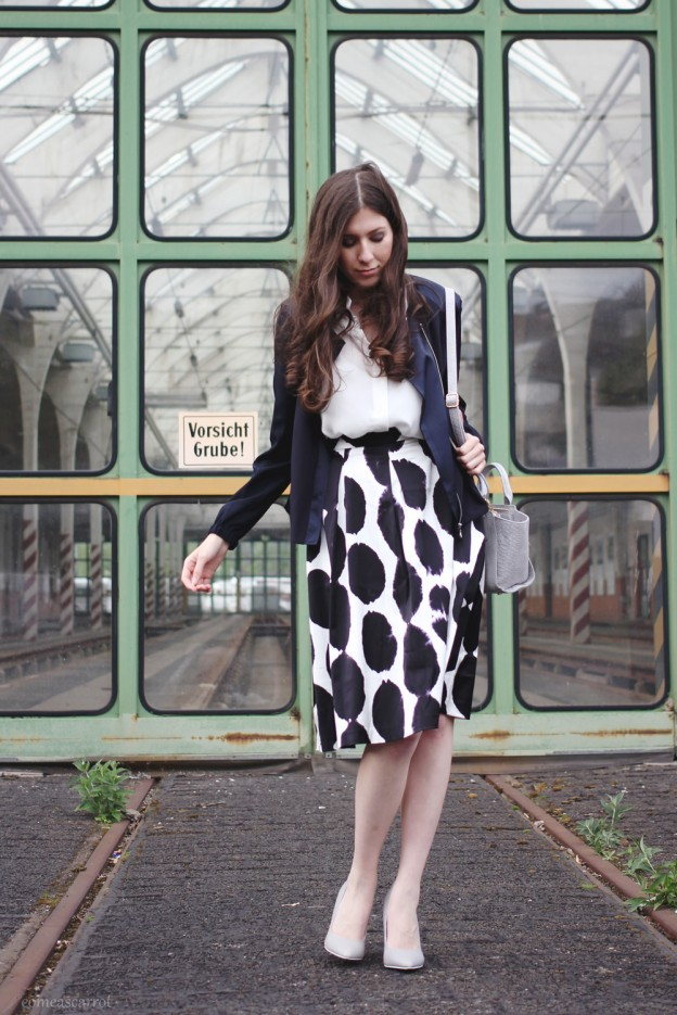 outfit, reserved, concept, midi, skirt, le specs, trapez, blockabsatz, sunglasses, wie trägt man, kombinieren
